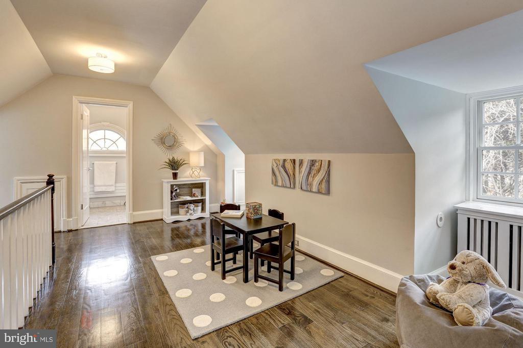 Second Upper Level - Sitting Room - 1701 HOBAN RD NW, WASHINGTON