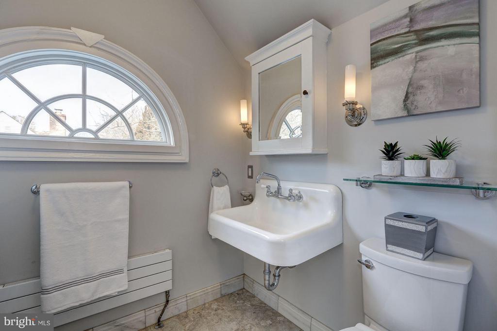 Second Upper Level - Full Bath - 1701 HOBAN RD NW, WASHINGTON