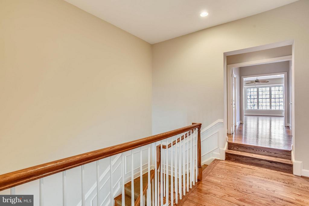 Upper hallway - 18263 MULLFIELD VILLAGE TER, LEESBURG