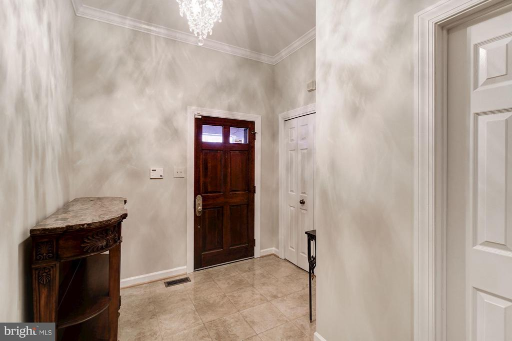 Elegant Foyer with Marble Floors - 5206 BEDLINGTON TER, ALEXANDRIA
