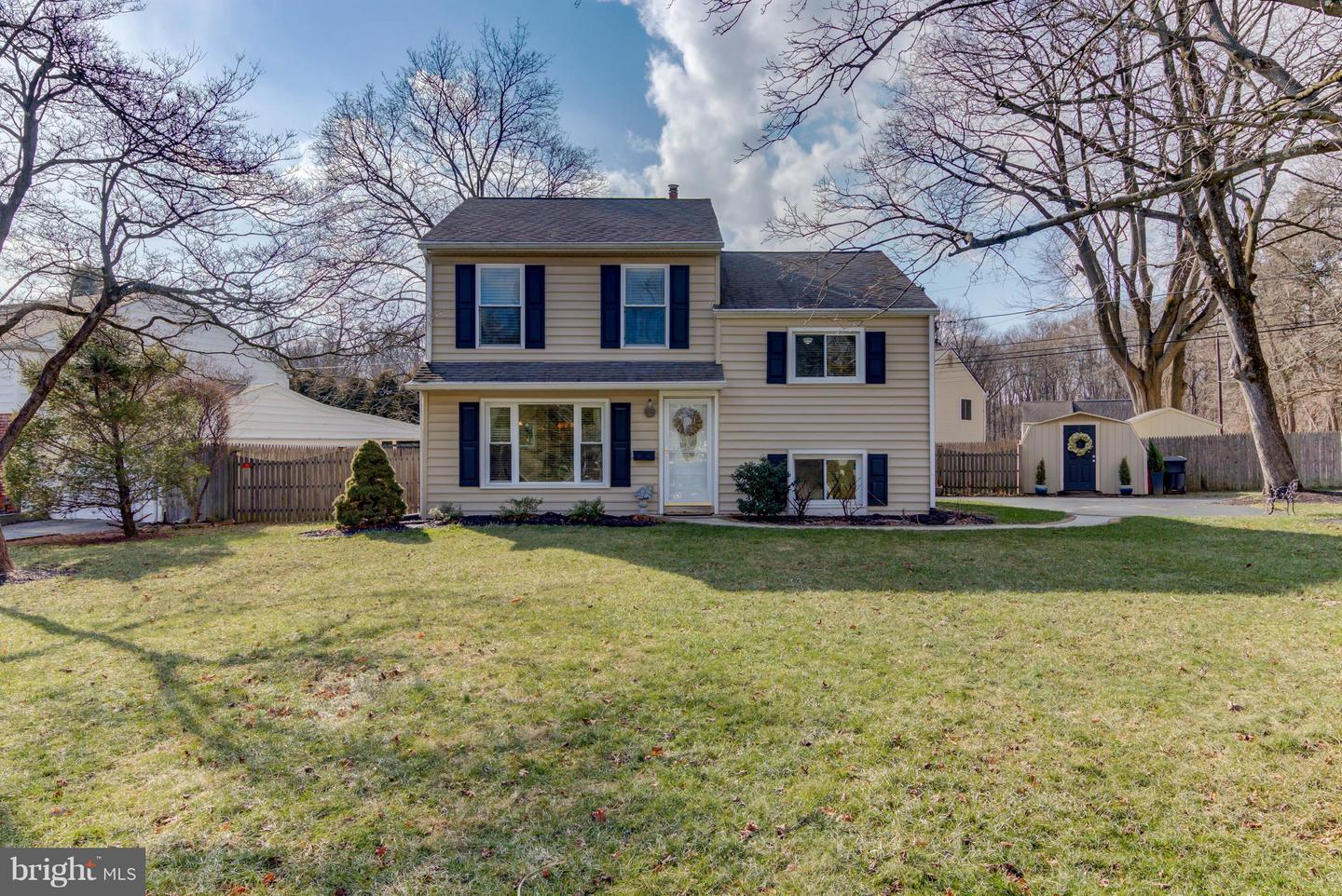 Photo of home for sale at 2 Sandy Lane, Malvern PA