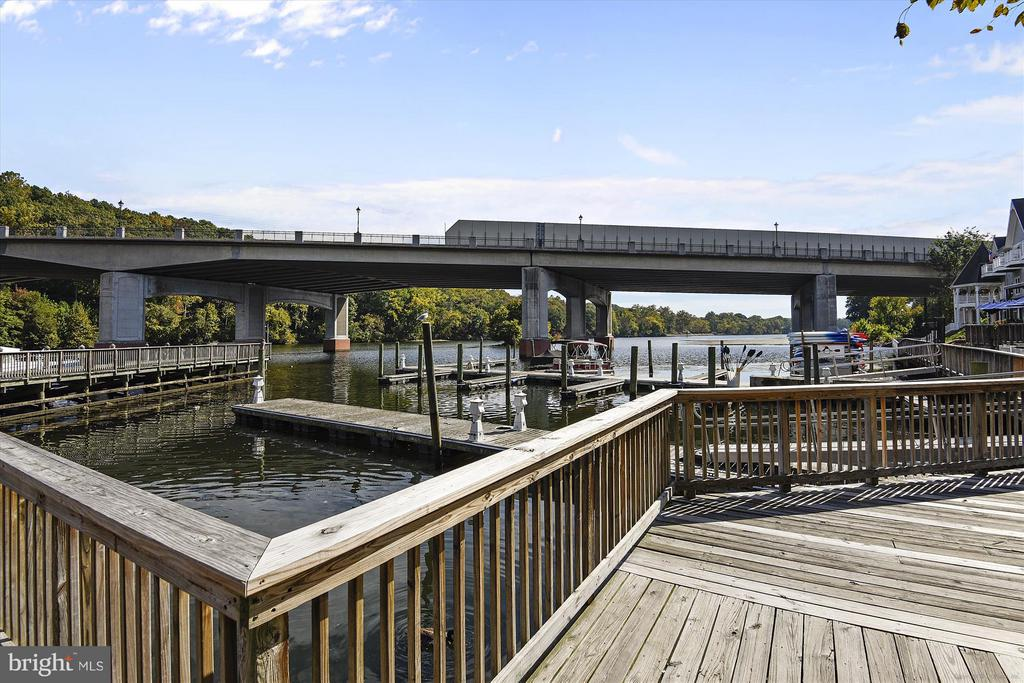 Town docks with transient boat slips. - 217 MILL ST, OCCOQUAN