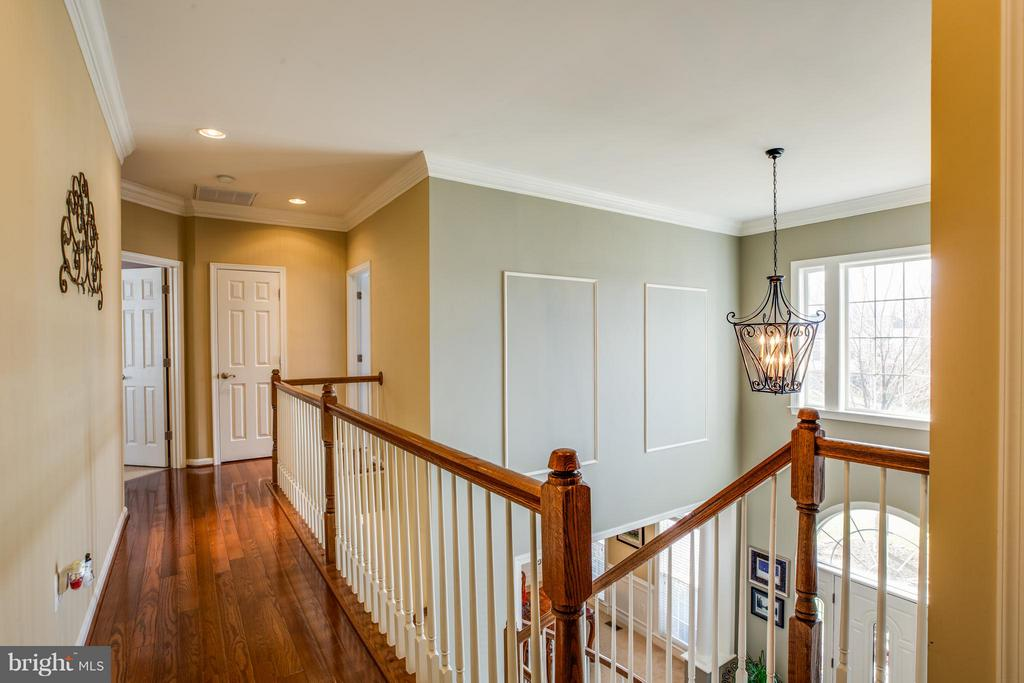 Upstairs Hallway - 1019 E KENSINGTON CIR, FREDERICKSBURG