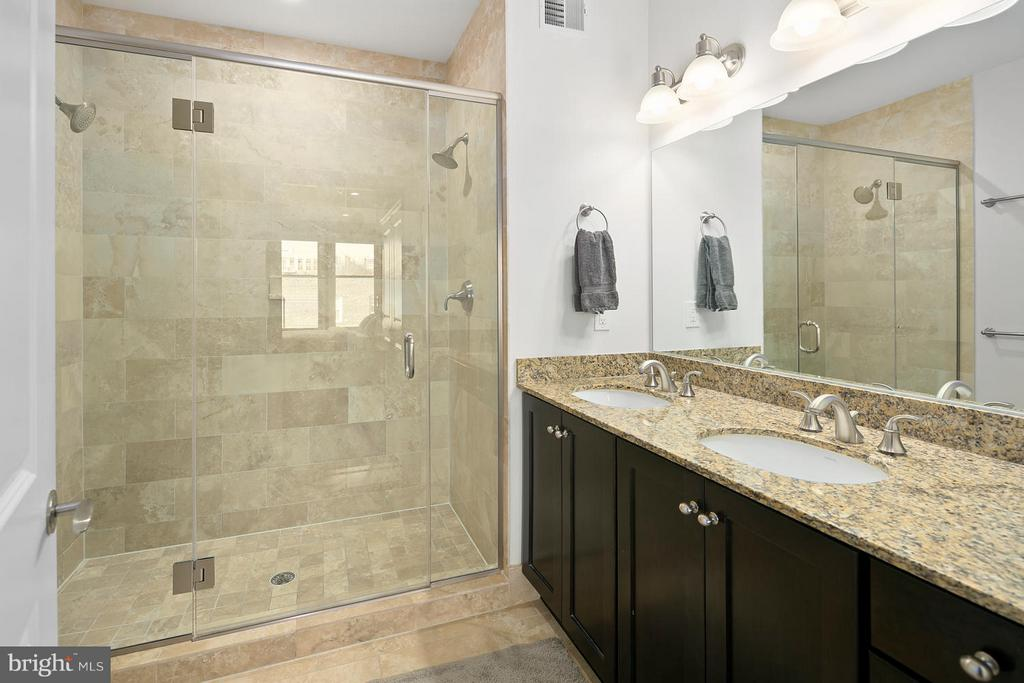 Luxurious master bath - 1511 N ROLFE ST #A304, ARLINGTON