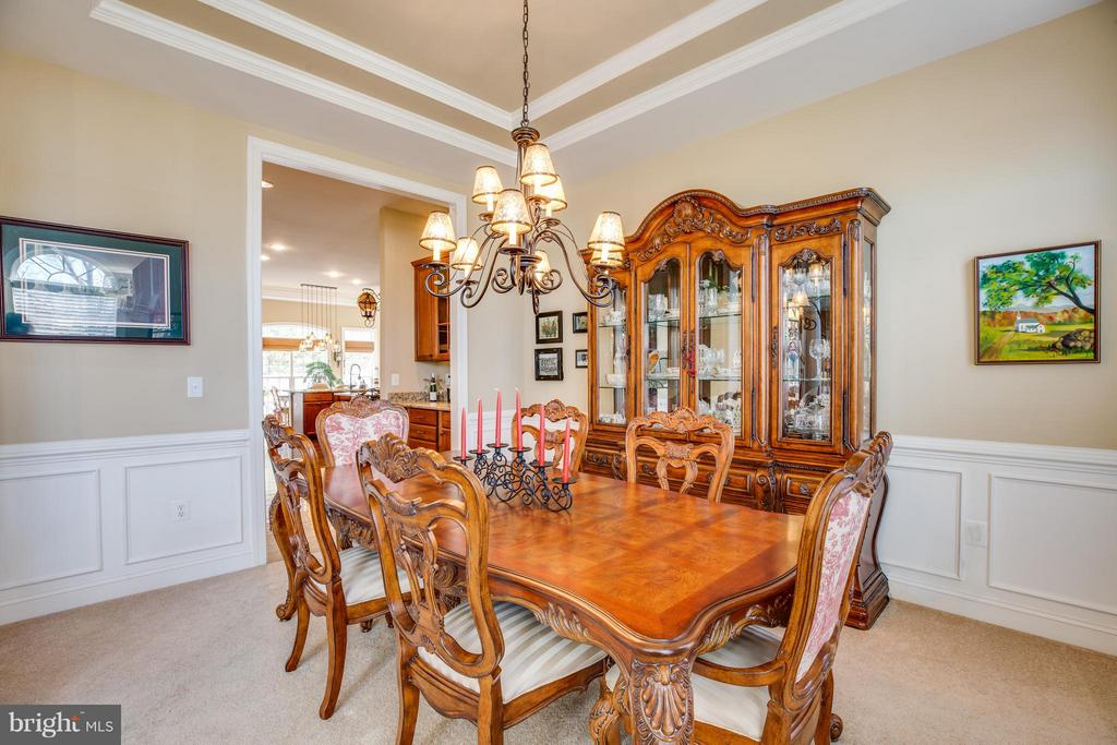 Formal Dining Room with Chair Railing - 1019 E KENSINGTON CIR, FREDERICKSBURG