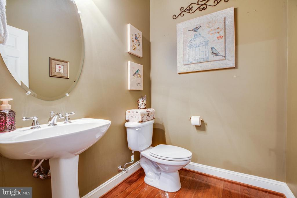 Main Level Half Bath - 1019 E KENSINGTON CIR, FREDERICKSBURG