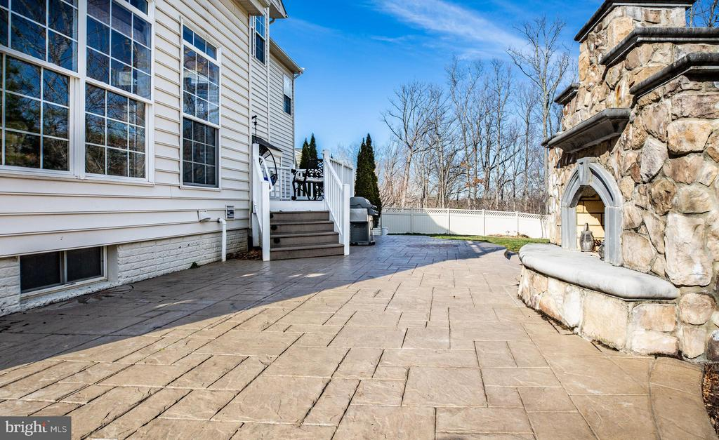 Stamped Concrete & Outdoor Fireplace - 1019 E KENSINGTON CIR, FREDERICKSBURG