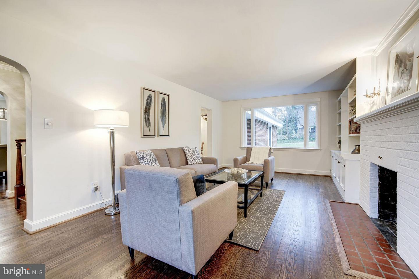 Additional photo for property listing at 208 Buxton Rd 208 Buxton Rd Falls Church, Virginia 22046 United States