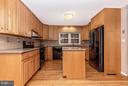 Kitchen - 8620 PINECLIFF DR, FREDERICK