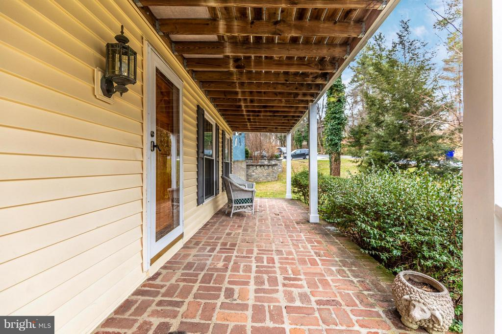Front Porch - 8620 PINECLIFF DR, FREDERICK