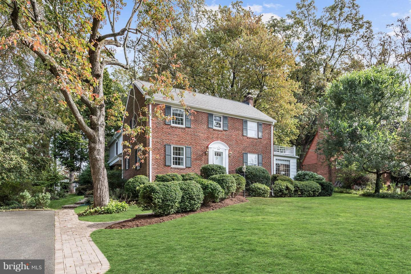 Single Family for Sale at 208 Buxton Rd 208 Buxton Rd Falls Church, Virginia 22046 United States