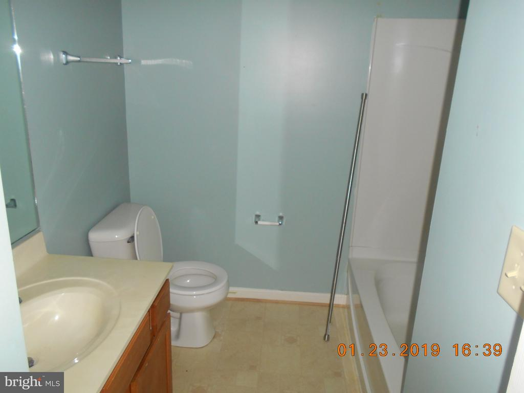 Hall Bath - 7115 WYTHEVILLE CIR, FREDERICKSBURG