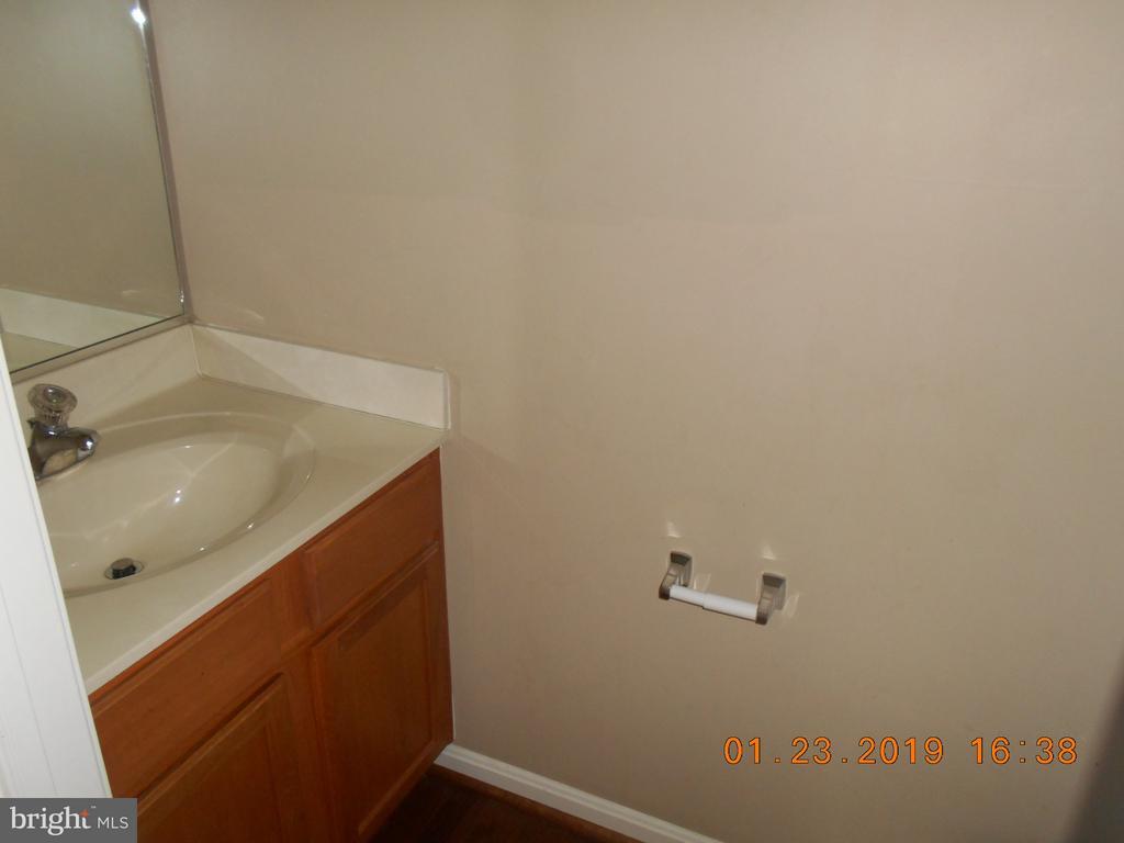 Main Level Half Bath - 7115 WYTHEVILLE CIR, FREDERICKSBURG