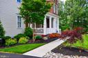Welcoming  front porch & Professional landscaping - 41139 WHITE CEDAR CT, ALDIE