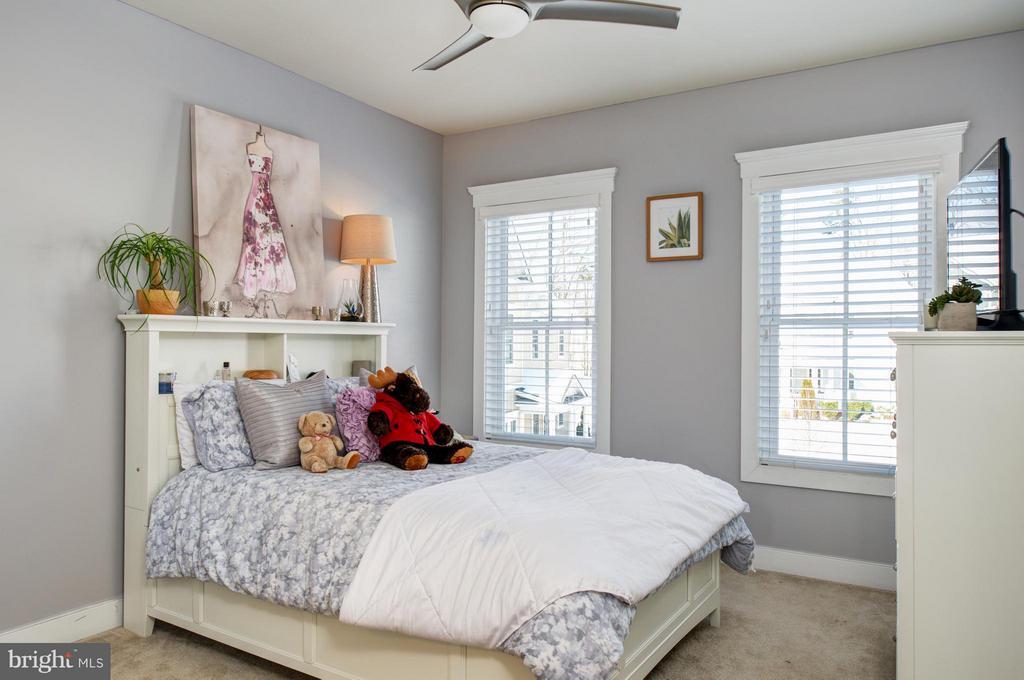 Bedroom 2 & en suite full bath. - 41139 WHITE CEDAR CT, ALDIE