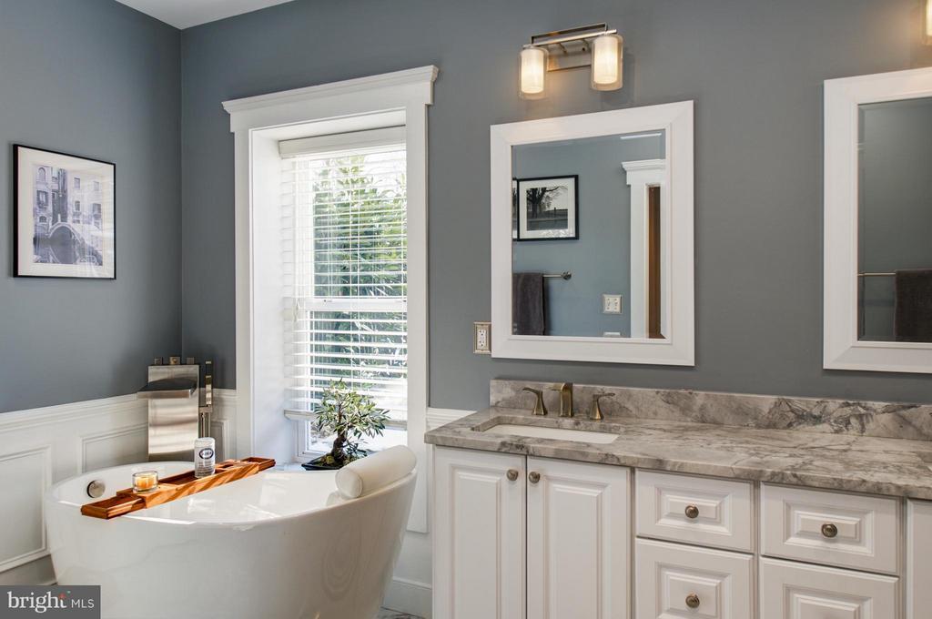 Spa like full bath in basement with HUGE shower - 41139 WHITE CEDAR CT, ALDIE