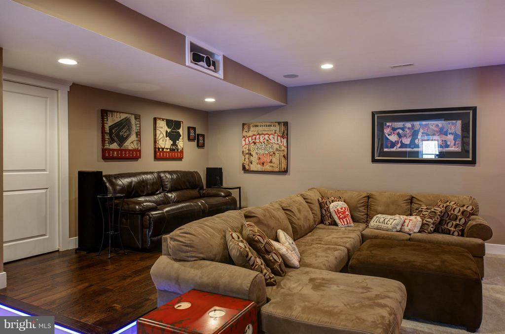 Media room with theater style platform - 41139 WHITE CEDAR CT, ALDIE