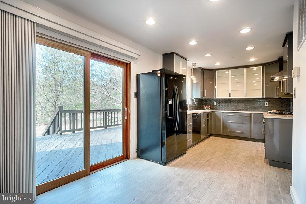 Eating Space in Kitchen - 1425 GREEN RUN LN, RESTON
