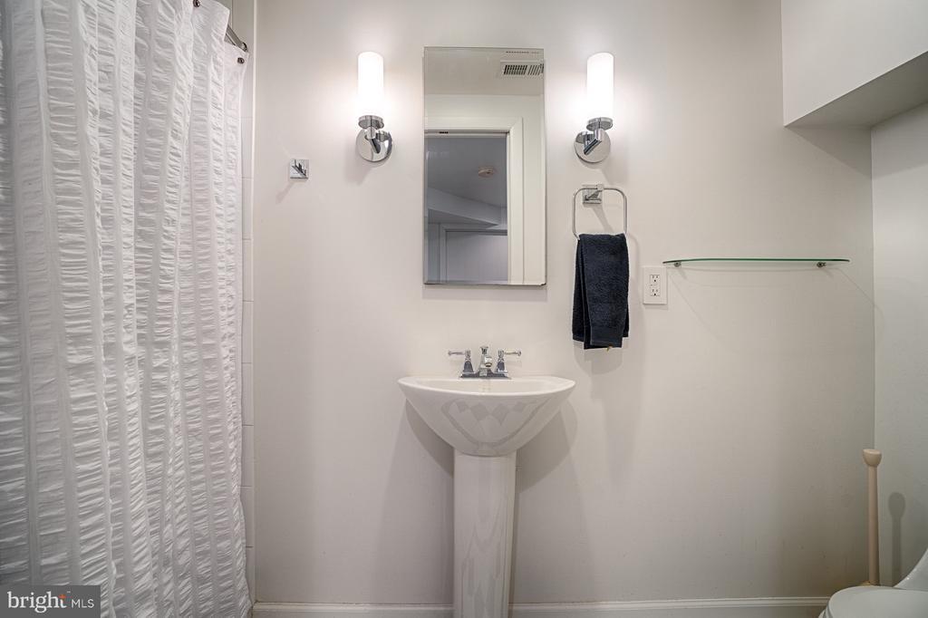 Lower Level Full Bathroom - 1425 GREEN RUN LN, RESTON