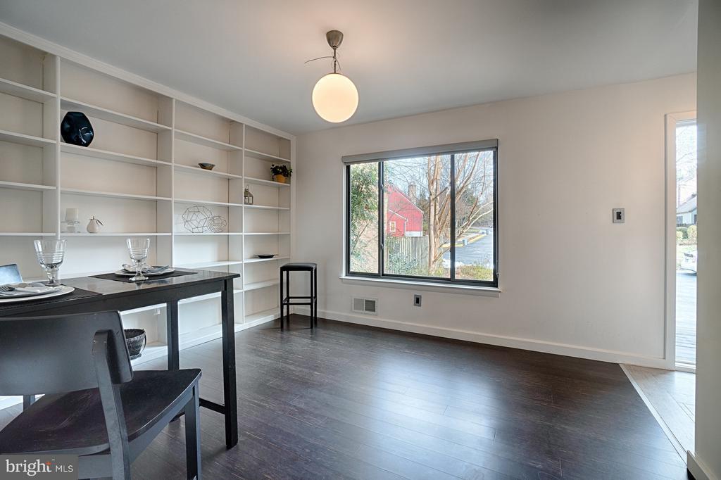 Dining Room has Built In Shelving - 1425 GREEN RUN LN, RESTON