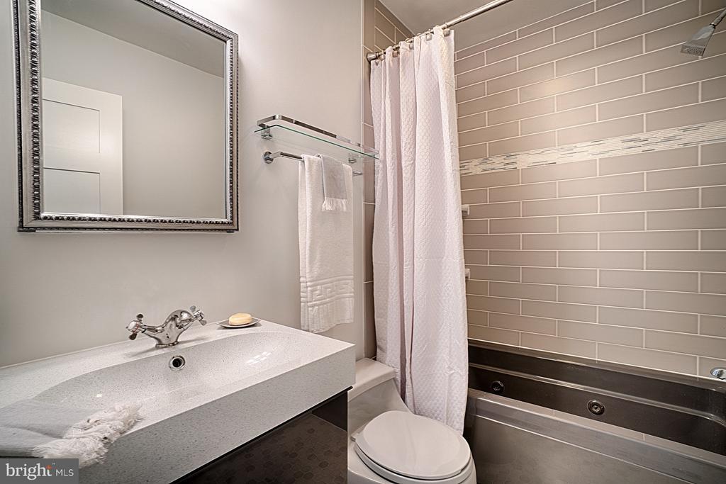 Hall Full Bathroom -Updated - 1425 GREEN RUN LN, RESTON