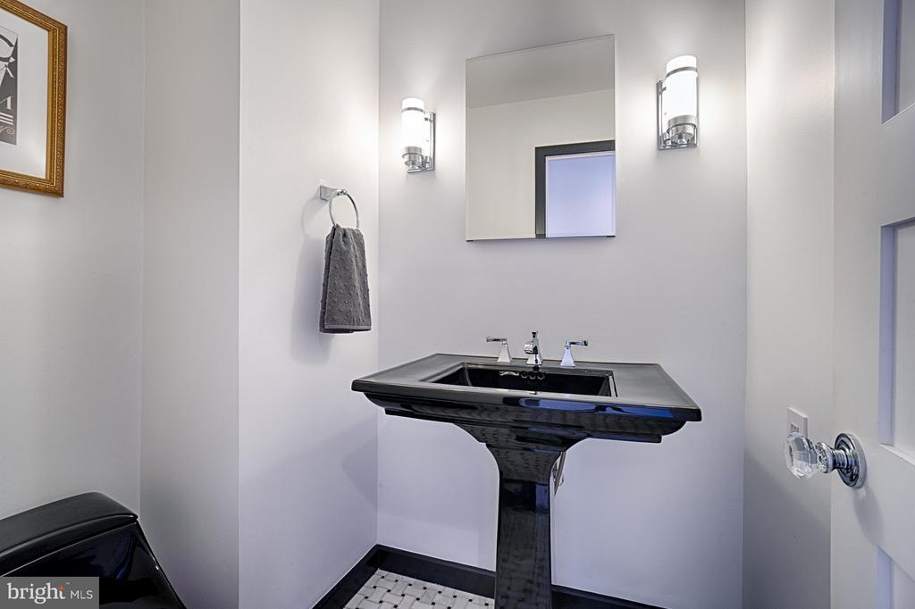 Updated Powder Room - 1425 GREEN RUN LN, RESTON