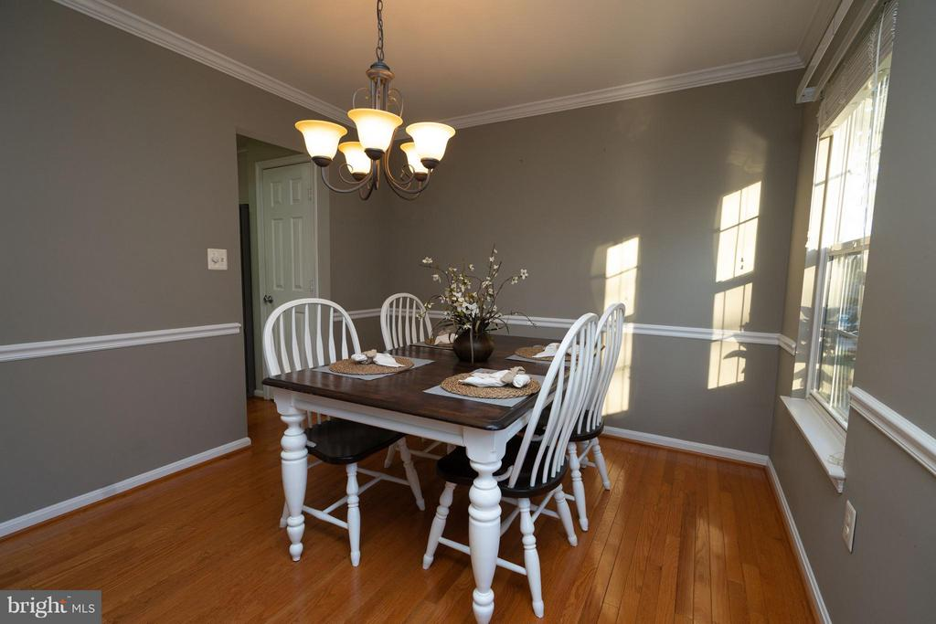 Custom paint in dining room. - 5602 ASSATEAGUE PL, MANASSAS