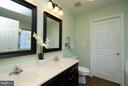 Upgraded MB w/Dble Vanities & Large Walk-In Closet - 5602 ASSATEAGUE PL, MANASSAS