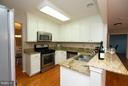 Upgraded Kitchen w/Stainless Steel Appls. - 5602 ASSATEAGUE PL, MANASSAS