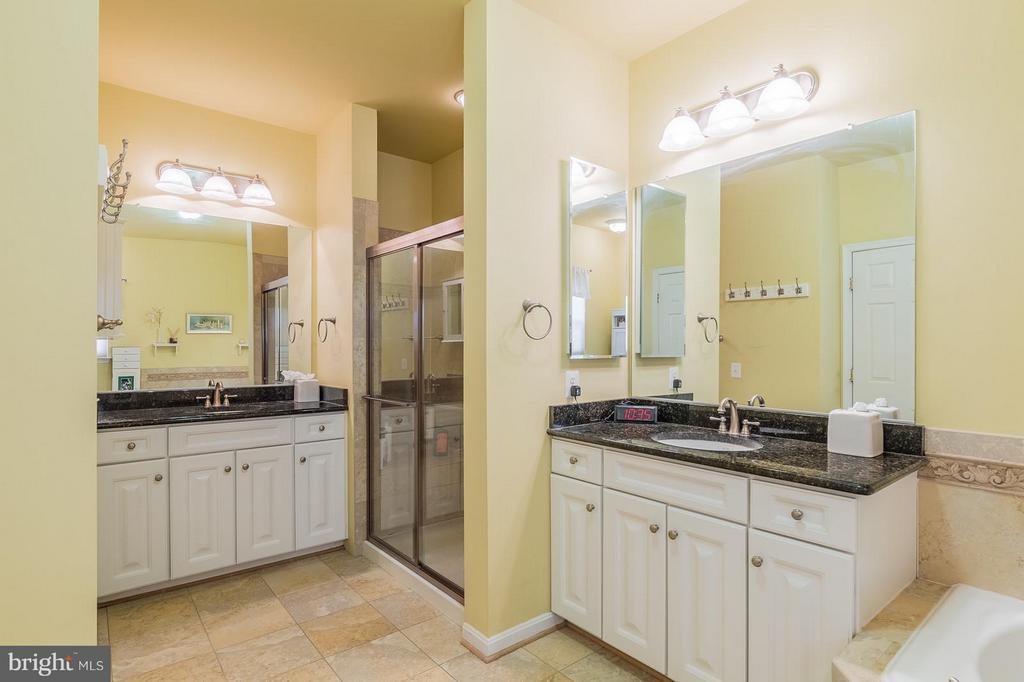 Master Bath with Dual Vanities & Separate Shower - 3756 RUSSETT MAPLE CT, DUMFRIES