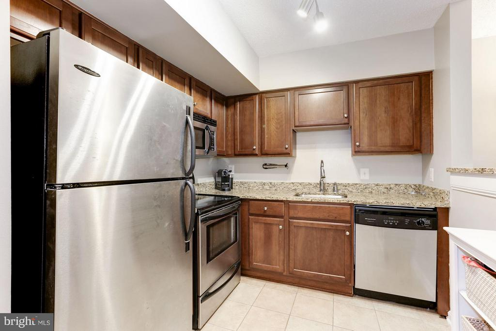 Stainless steel appliances - 1001 N RANDOLPH ST #518, ARLINGTON
