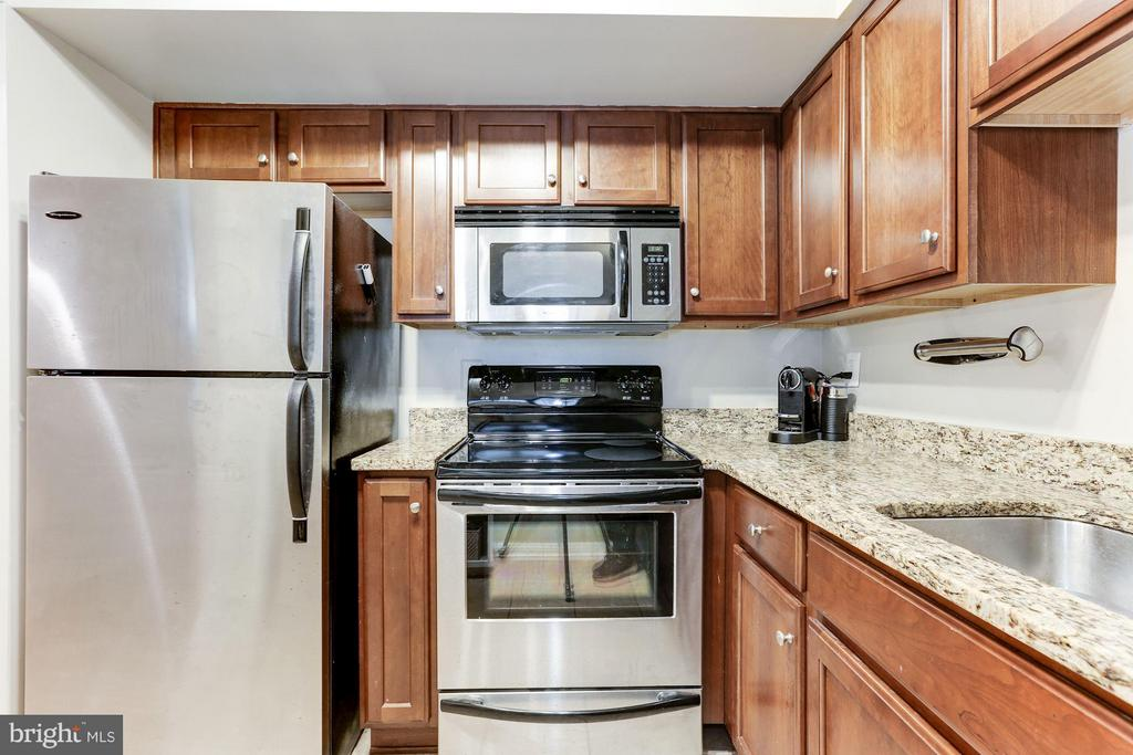 Excellent cabinet space - 1001 N RANDOLPH ST #518, ARLINGTON