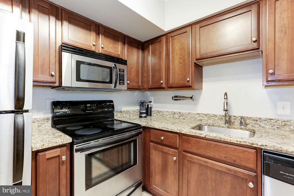 Granite countertops - 1001 N RANDOLPH ST #518, ARLINGTON