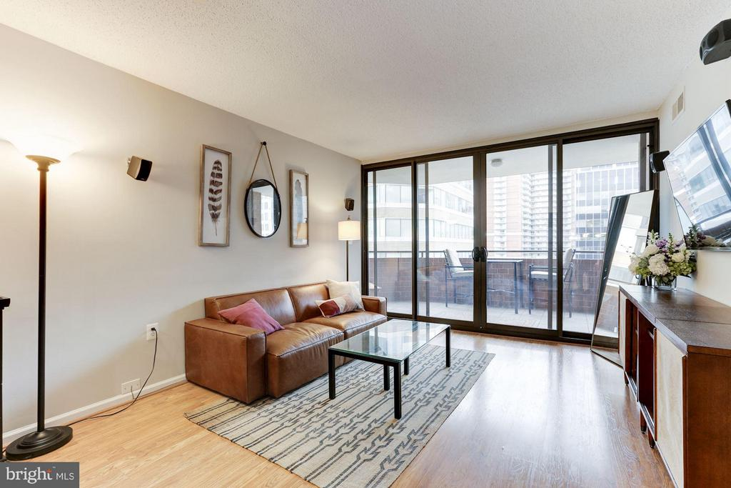 Laminate floors throughout the living space - 1001 N RANDOLPH ST #518, ARLINGTON