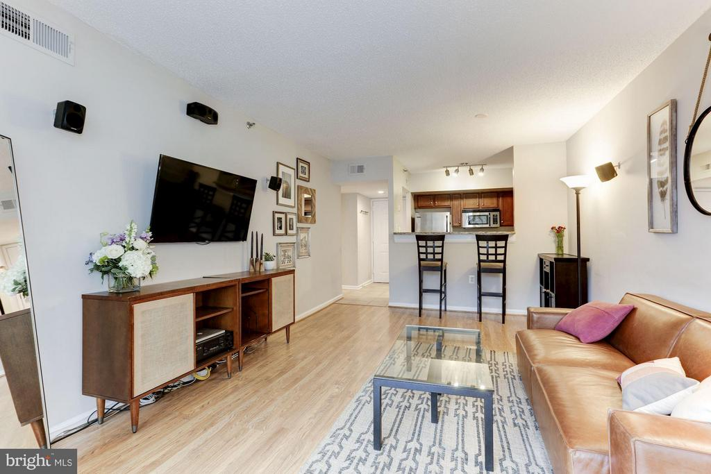 Receives excellent natural light - 1001 N RANDOLPH ST #518, ARLINGTON