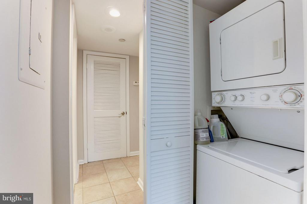 Washer/dryer in-unit - 1001 N RANDOLPH ST #518, ARLINGTON