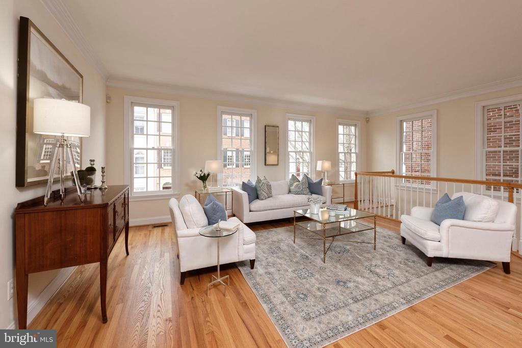 Completely refinished, gleaming hardwood floors - 36 ALEXANDER ST, ALEXANDRIA