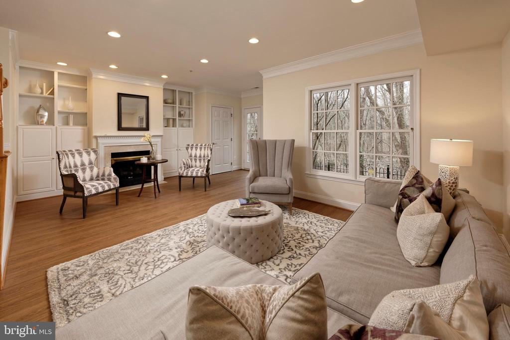 Spacious lower level recreation room with patio - 36 ALEXANDER ST, ALEXANDRIA