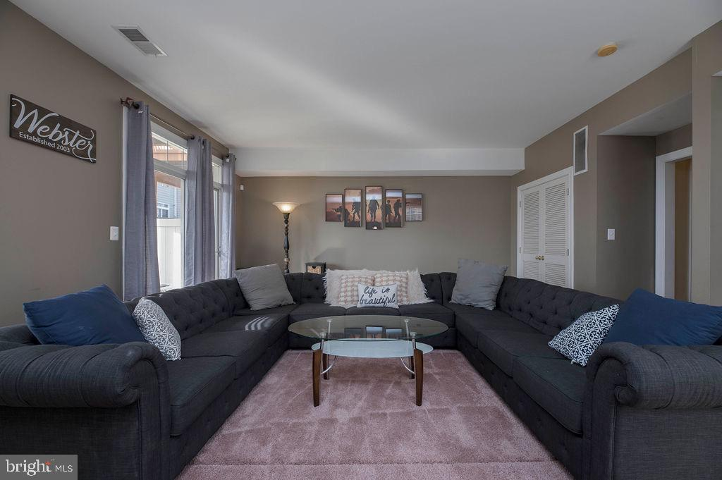 Lower level living area with sliding door to patio - 13375 COLCHESTER FERRY PL, WOODBRIDGE