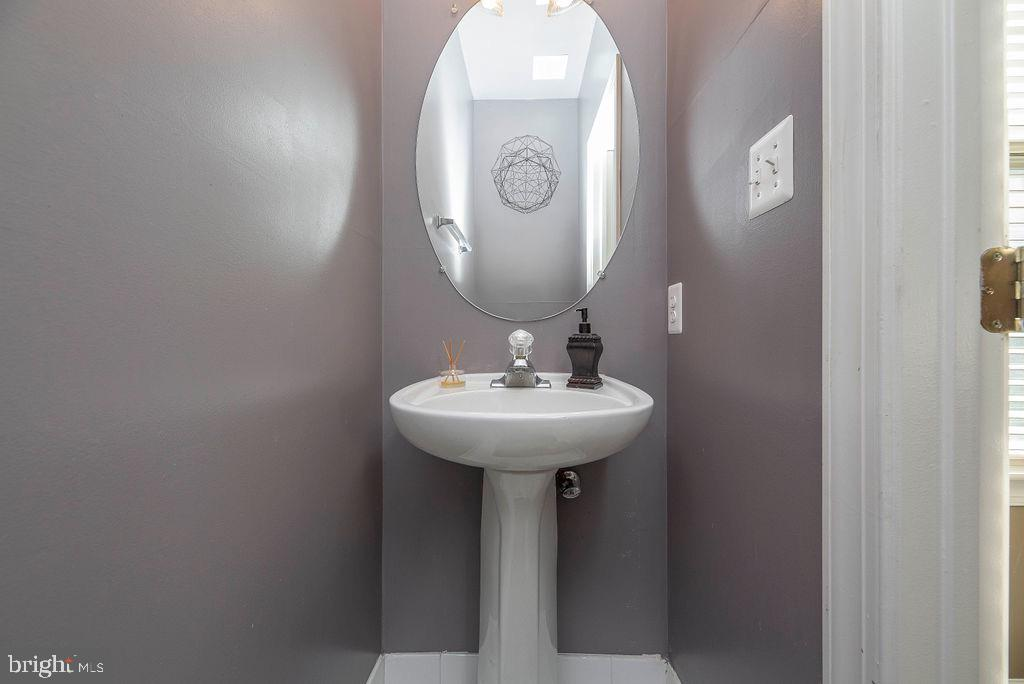 Lower level half bath - 13375 COLCHESTER FERRY PL, WOODBRIDGE