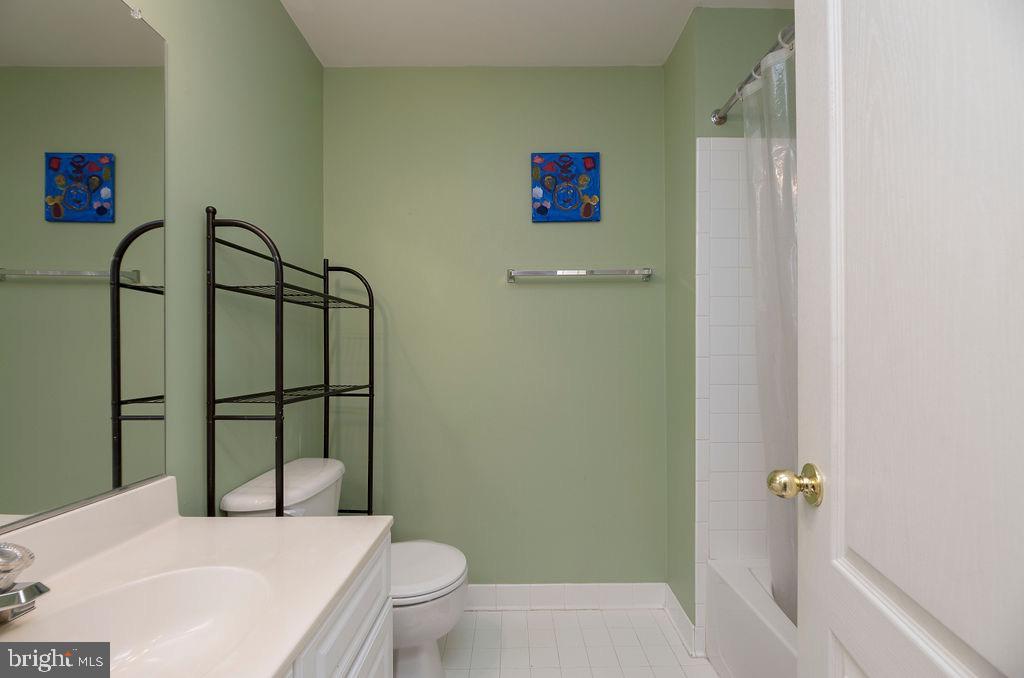 Full Bath upper level - 13375 COLCHESTER FERRY PL, WOODBRIDGE