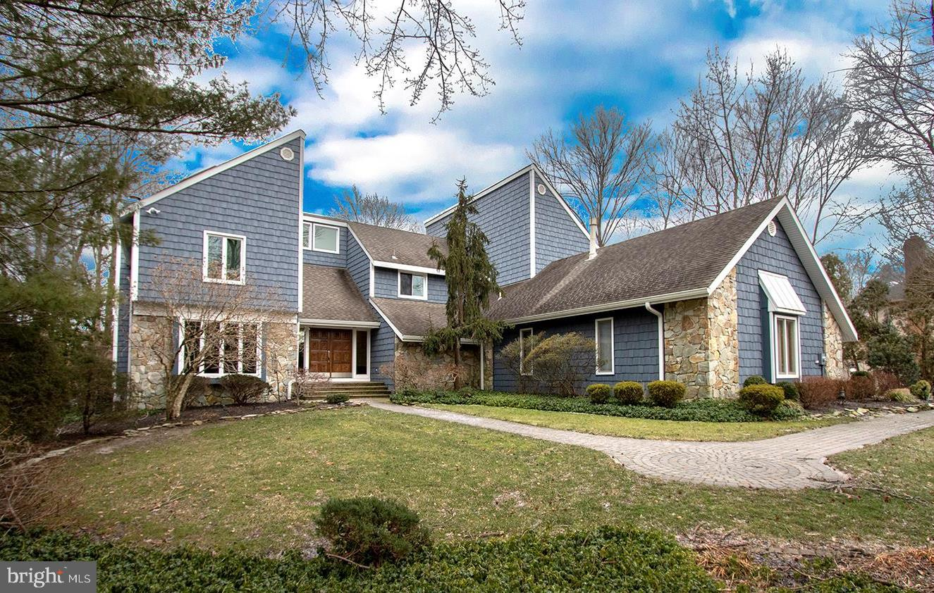 Photo of home for sale at 11 Southwood, Cherry Hill NJ