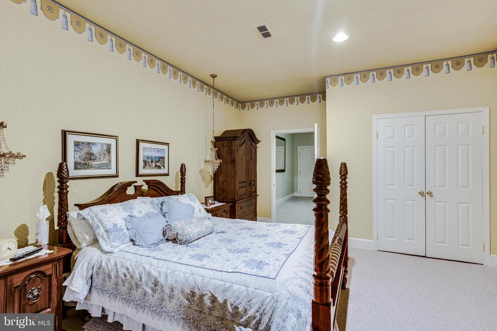 Lower level bedroom - 11408 HIGHLAND FARM CT, POTOMAC