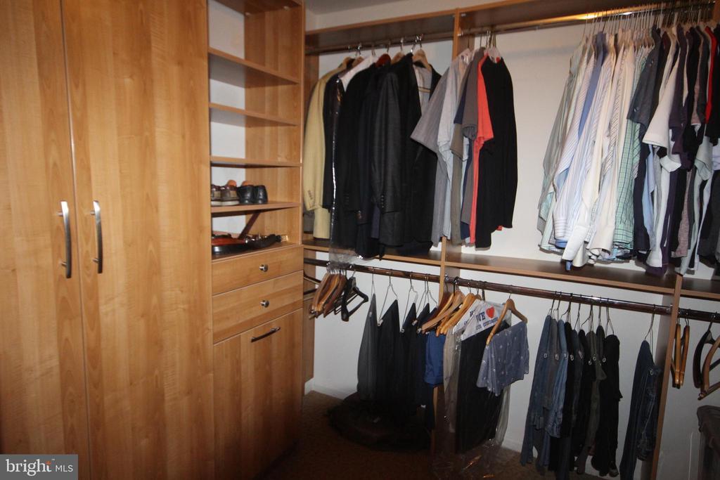Walk In Closet - 5 HIDDEN HOLLOW DR, HAMILTON