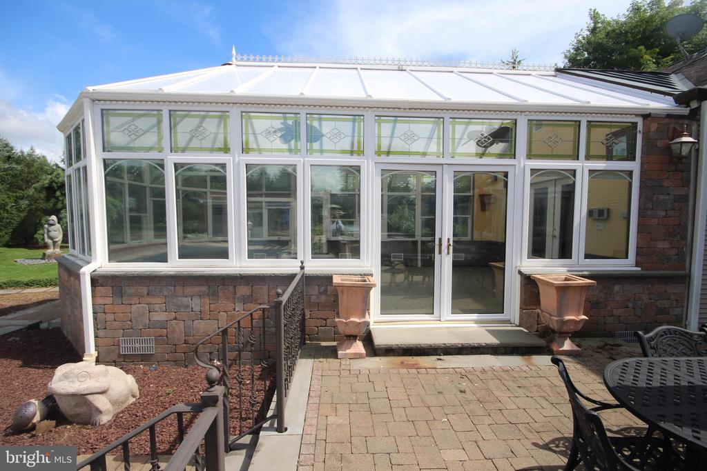 Conservatory - 5 HIDDEN HOLLOW DR, HAMILTON