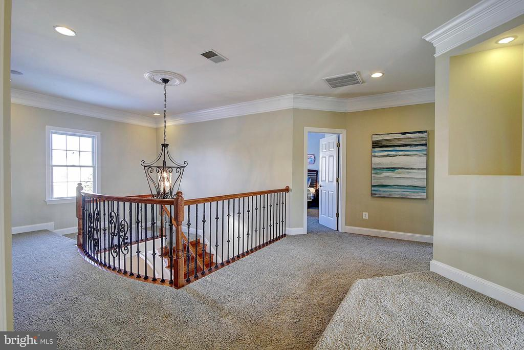 Upper Hall - 44181 RIVERPOINT DR, LEESBURG