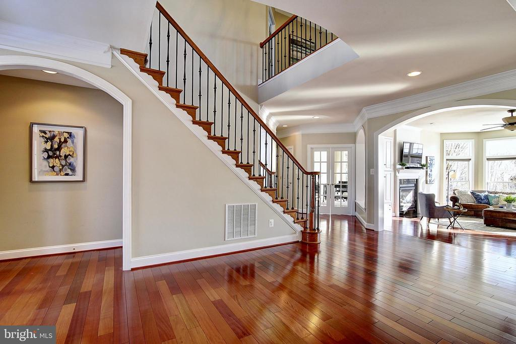 Spacious foyer - 44181 RIVERPOINT DR, LEESBURG