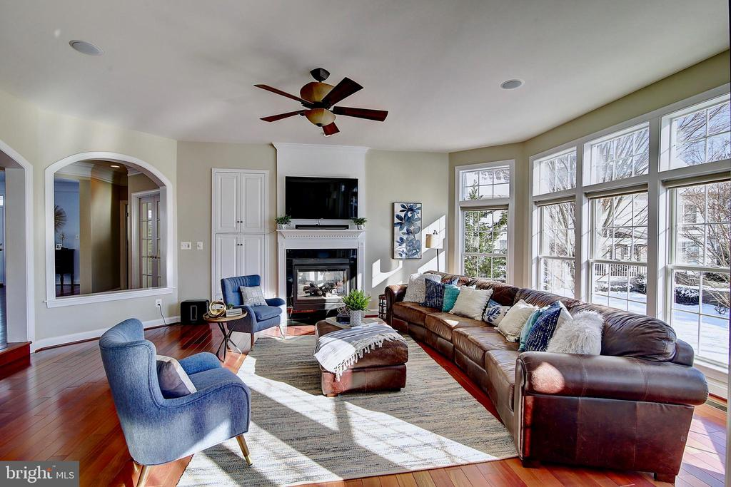 Great room - 44181 RIVERPOINT DR, LEESBURG