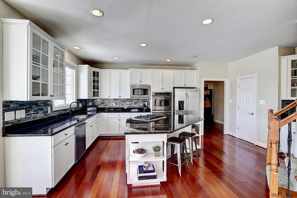 Kitchen - 44181 RIVERPOINT DR, LEESBURG