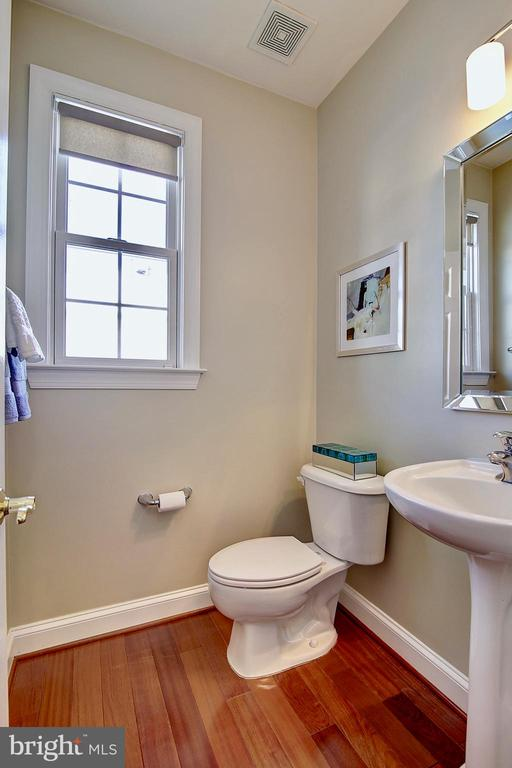 1/2 bath, main level - 44181 RIVERPOINT DR, LEESBURG